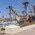 порт Аликанте и пальмы