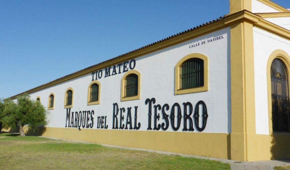 """Экскурсия в Хересе-де-Ла-Фронтера и посещение винодельни """"Реал Тесоро""""."""