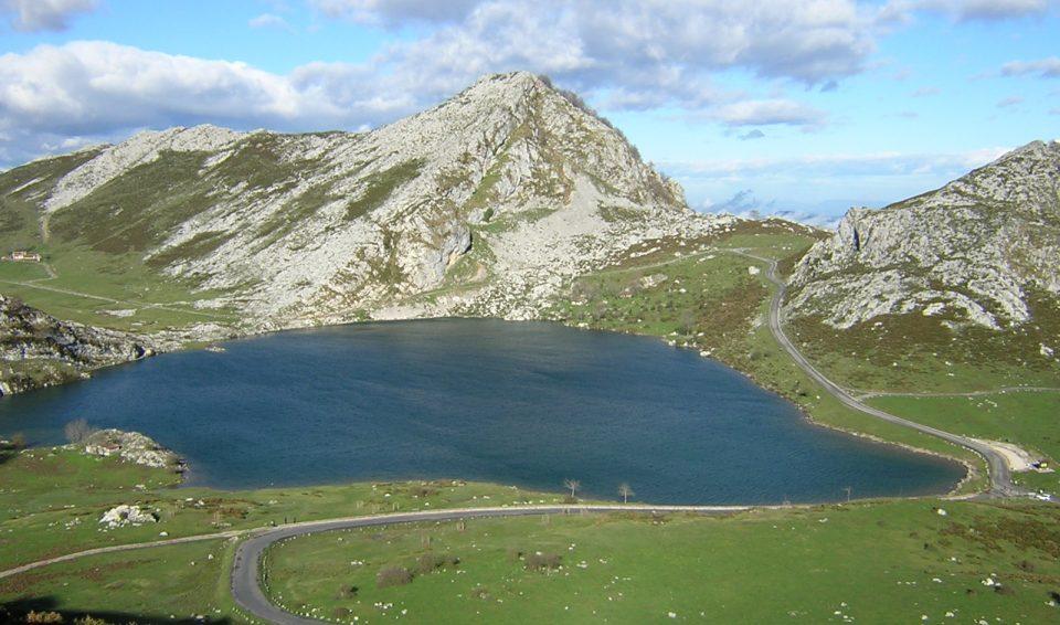 Однодневная поездка из Хихона в Кангас де Онис, Ковадонгу и горным озерам Энол и Эрсина