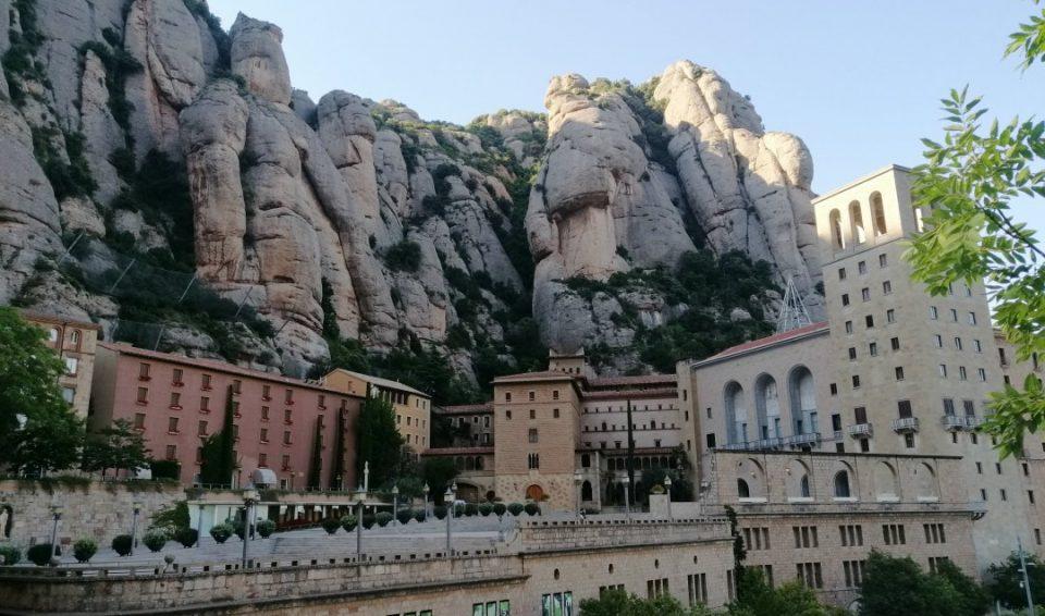 Экскурсия в монастырь Монтсеррат Как стать в Барселоне паломником и туристом одновременно