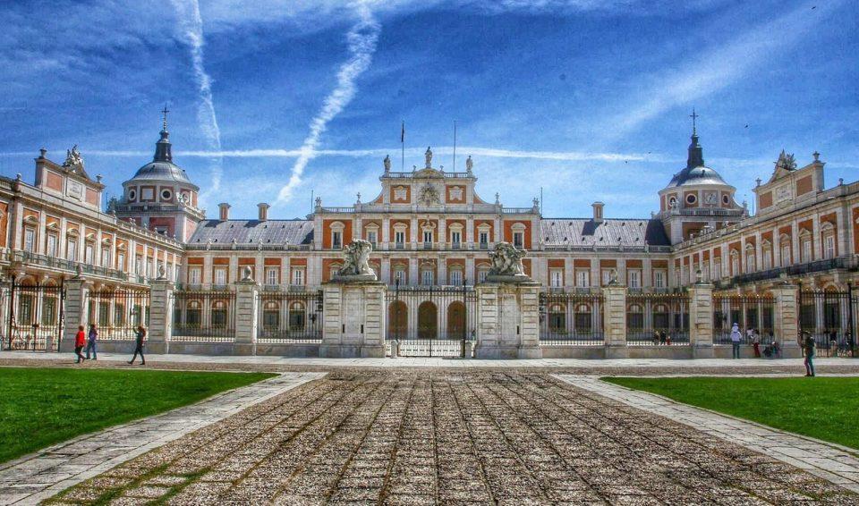 Однодневный тур в Аранхуэс и симпатичный городок Чинчон – посетите летний дворец королей Испании